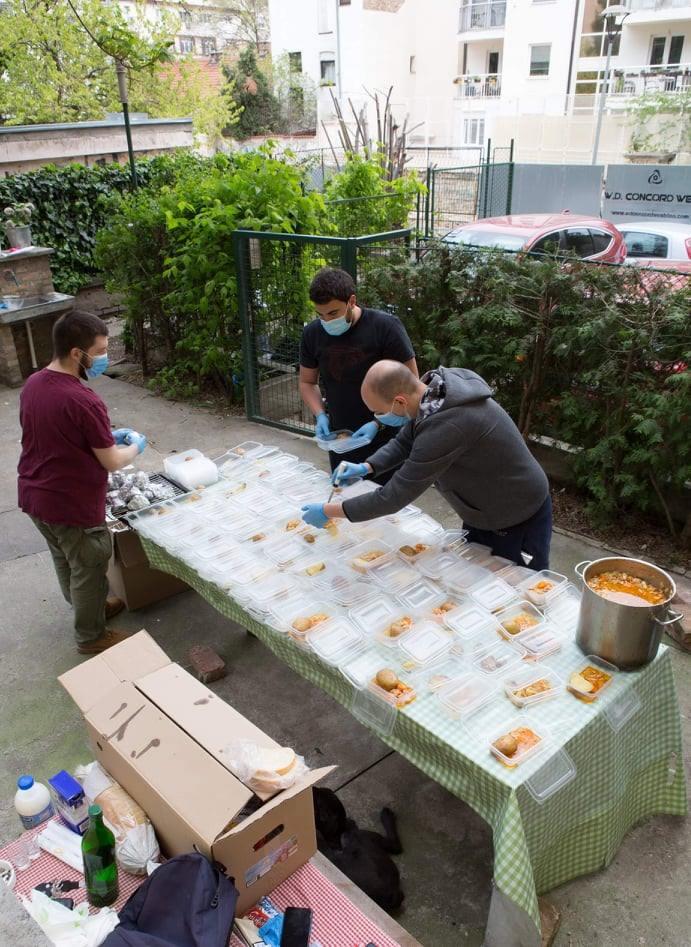 Solidarna kuhinja priprema obroke